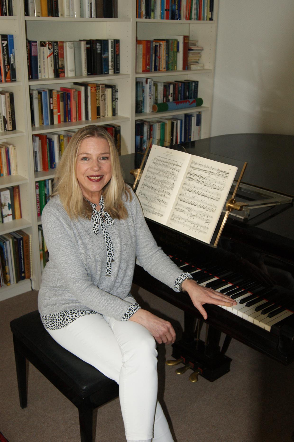 Isolde Ruck am PIANOFIT® Premium